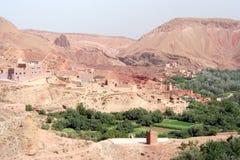 Marokkanische Landschaft mit kasbah Lizenzfreie Stockfotos