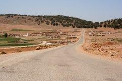 Marokkanische Straße in einem kleinen Dorf Lizenzfreies Stockbild