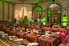 Marokkanische Tabelleneinstellung an einer Luxuxhochzeit Stockfotos