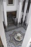 Marokkanischer Hof mit Brunnen Stockfotos