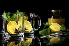 Marokkanischer Tee mit Honig Lizenzfreies Stockfoto