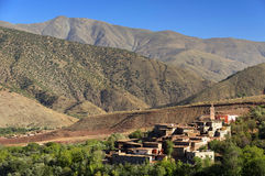 Marokkanisches Dorf in den Anti-Atlasbergen stockfotos