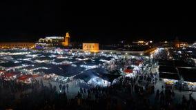 MAROKKO - MARRAKESCH IM JANUAR 2019: Timelapse-Nachtansicht von Djemaa EL Fna, ein Quadrat und Marktplatz in Marrakesch Medina stock video footage