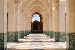 marokko Säulengang von Moschee Hassan II in Casablanca lizenzfreie stockfotografie