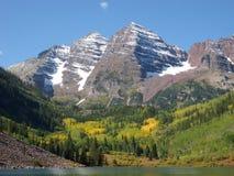 Maroon колоколы, гора, озеро, Aspen, Co стоковые фотографии rf