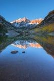 Maroon состав Aspen Колорадо восхода солнца колоколов вертикальный отражает Стоковые Изображения RF