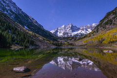 Maroon Bells at night with visible milky way Aspen Colorado Royalty Free Stock Images