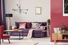 Free Maroon Living Room Interior Stock Photography - 115149732