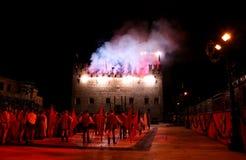 Marostica, VI, Italia - 9 de septiembre de 2016: demostración de los fuegos artificiales con el PE Fotos de archivo