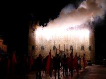 Marostica, VI, Italia - 9 de septiembre de 2016: fuegos artificiales con las chispas Foto de archivo libre de regalías