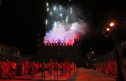 Marostica, VI, Italia - 9 de septiembre de 2016: fuegos artificiales a simular Imagen de archivo libre de regalías