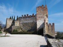 Marostica, Vicenza, Itália O castelo na parte superior da cidade na parte superior do monte Imagens de Stock Royalty Free