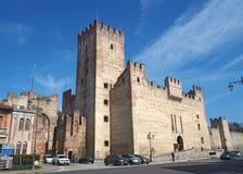 Marostica, Vicenza, Italia Il castello nella parte inferiore della città fotografia stock