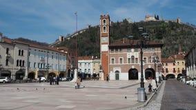 Marostica, Vicenza, Italien Das Schach-Quadrat Es ist berühmt, weil es ein Spiel des Schachs mit lebenden Charakteren gibt stock footage