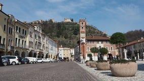 Marostica, Vicenza, Italien Das Schach-Quadrat Es ist berühmt, weil es ein Spiel des Schachs mit lebenden Charakteren gibt stock video footage