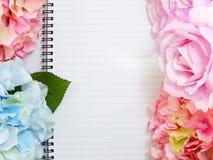 Marquage à chaud faux avec des fleurs pour montrer vos illustrations Images libres de droits