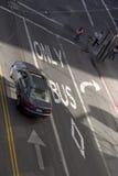 Marquage routier de bus seulement Photographie stock