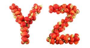 Marque avec des lettres l'alphabet des fraises mûres rouges Images stock