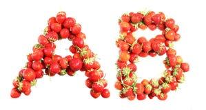 Marque avec des lettres l'alphabet des fraises mûres rouges Photographie stock libre de droits
