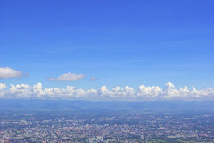 Marque de terre de chaing la ville de l'AMI de Doi Suthep de Chiang Mai, Thaïlande avec le fond de ciel bleu Photo libre de droits