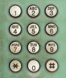 Marque el botón del número en el teléfono público usado viejo Imágenes de archivo libres de regalías