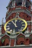 Marque el reloj mecánico en la torre de Spasskaya de la Moscú Kreml Fotografía de archivo libre de regalías