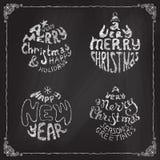Marque las bolas de una Feliz Navidad con tiza muy y de la Feliz Año Nuevo Foto de archivo