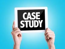 Marque o PC com estudo de caso do texto com fundo azul fotos de stock royalty free