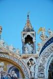 Marque o quadrado do ` s e a basílica, detalhes, em Veneza, Itália imagens de stock