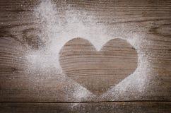 Marque sous forme de coeur avec du sucre en poudre Photo stock