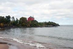 Marquette Harbor Lighthouse: sikt från vågbrytaren, Michigan, USA Royaltyfri Bild