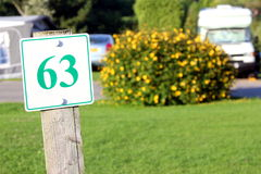 Marqueur de lancement de camping avec le numéro 63 Photo stock