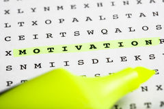 Marqueur des textes sur le puzzle de mot - bulletin d'information Photos libres de droits