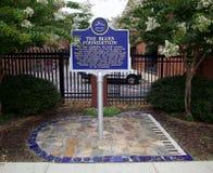Marqueur historique au bâtiment de Panthéon de bleus à Memphis, TN Photo stock