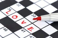 Marqueur rouge sur des mots croisé - amour Photographie stock libre de droits
