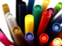 Marqueurs colorés d'école étroitement Photographie stock libre de droits