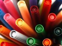 Marqueurs colorés d'école étroitement Photo stock