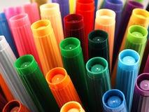 Marqueurs colorés d'école étroitement Image stock