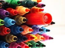 Marqueurs colorés d'école étroitement Photographie stock