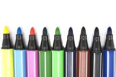 Marqueurs colorés sur le fond blanc Image stock