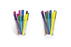 Marqueurs dans des marqueurs d'une tasse dans une tasse Images stock