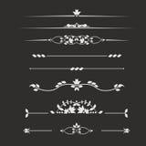 Marquez à la craie sur le tableau noir pour les monogrammes décoratifs de décoration des textes pour Photographie stock