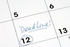 Marquez la date-limite sur le calendrier photos stock