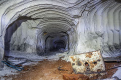 Marquez le tunnel à la craie de mine avec des traces de foreuse Photo libre de droits