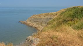 Marquez les falaises à la craie de roche de la côte française de la Mer du Nord près du mer de sur de Boulogne photo stock