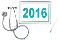 Marquez sur tablette avec le numéro 2016 et le stéthoscope Photographie stock