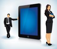 Marquez sur tablette le dispositif avec le gens d'affaires Photo libre de droits