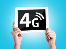 Marquez sur tablette le PC avec le texte 4G avec le fond bleu Images libres de droits