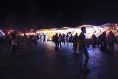 MARRAKECH - LE MAROC, LE 22 OCTOBRE 2013 : L'EL Fna de Jamaa est à angle droit Photos libres de droits