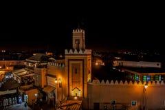 Marrakech vid natt royaltyfri bild